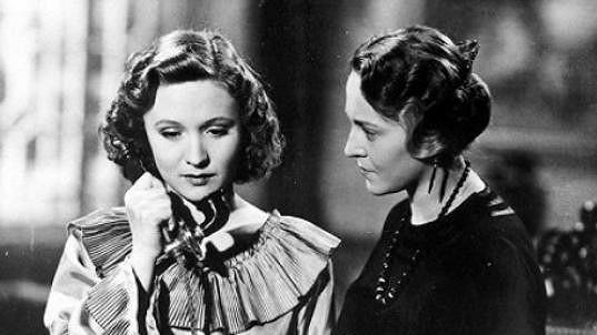 Jana Romanová (vlevo) a Zita Kabátová ve filmu Muži nestárnou (1942)