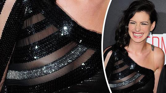 Anne Hathaway neuhlídala své prsní partie.