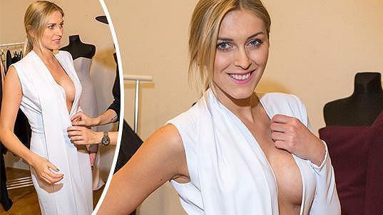 Zorka Hejdová zkouší šaty na Ples v Opeře.