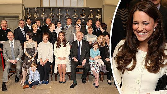 Výborně naladěná vévodkyně z Cambridge zavítala do zákulisí seriálu Panství Downton.