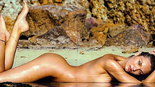 Candice Swanepoel pózuje v další kampani.