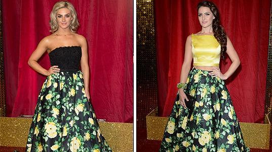 Obě herečky přišly ve stejné sukni.