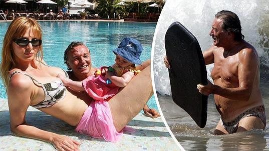 Před deseti lety Karel i Ivana ochotně zapózovali fotografovi v plavkách...