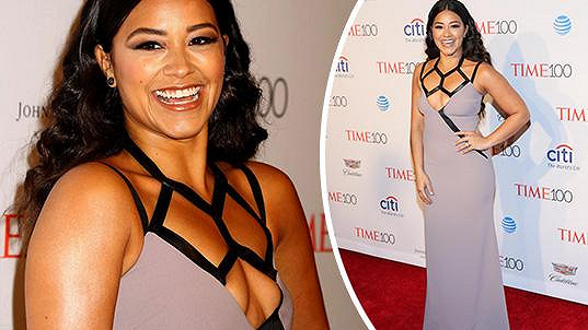 Gina Rodriguez pořádně uškodila svému dekoltu...