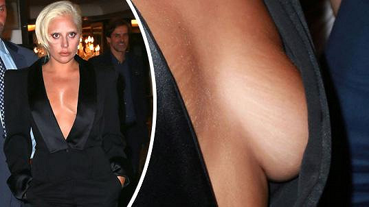 Lady Gaga ukázala strie na ňadrech.