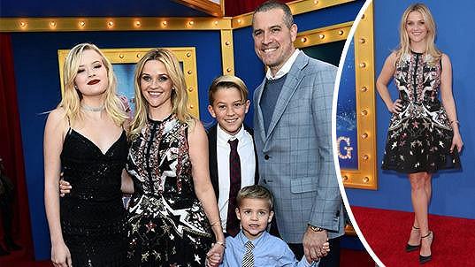 Reese se pochlubila manželem a třemi dětmi.