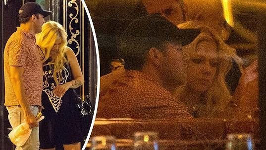 Avril Lavigne toká s novým přítelem.
