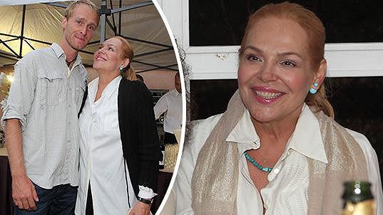 Dagmar Havlová rozdávala jeden úsměv za druhým.