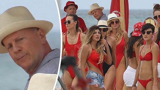 Bruce Willis si mohl vykroutit krk...