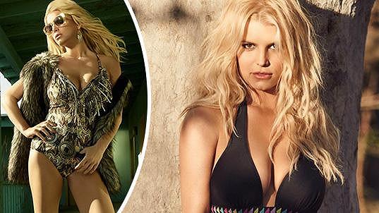 Jessica Simpson propaguje vlastní kolekci plavek.