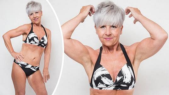 Kim v 55 letech pózuje v bikinách.