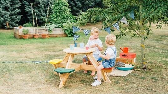 Piknikový stůl pro děti nesmí chybět ani na vaší oslavě