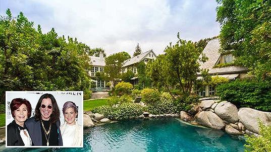 Tenhle dům s bazénem říká pane Ozzymu Osbournovi...