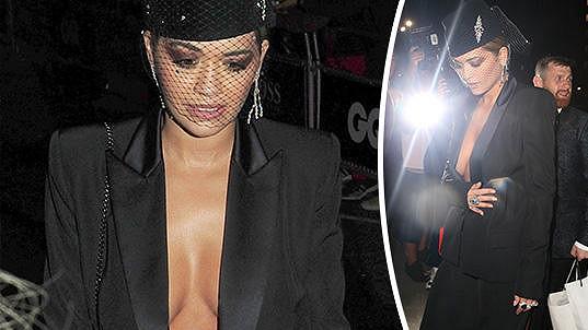 Rita Ora považuje podprsenku za zbytečnost.