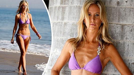 Victoria Hervey se promenovala po pláži.