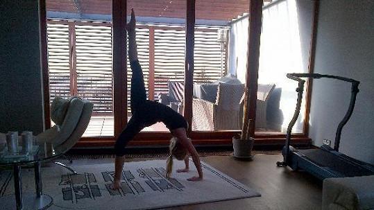 Michaela Ochotská předvedla, jak ráno cvičí.