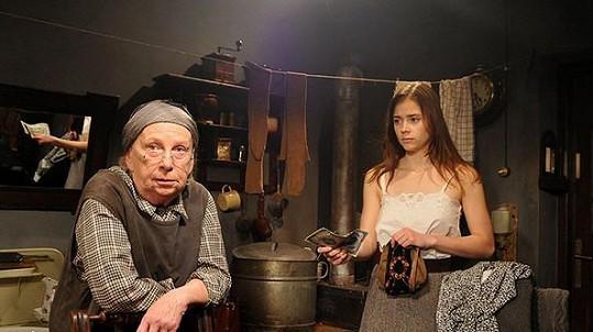 Milena Asmanová a Gabriela Marcinková ve filmu Osudové peníze