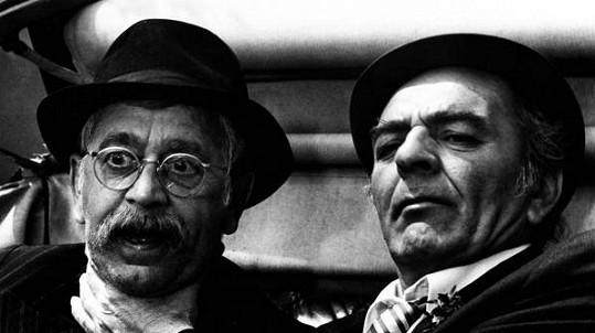 Vlastimil Brodský a Josef Bláha (vpravo) ve filmu Tchán