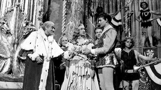 Stanislav Neumann (vlevo), Alena Vránová a Vladimír Ráž v pohádce Pyšná princezna