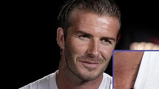 David Beckham si nechal vytetovat jméno dcery Harper Seven.