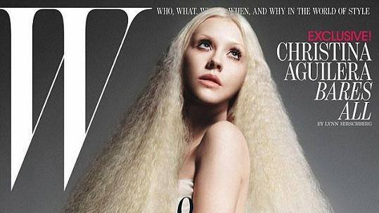 """Christina Aguilera na titulce magazínu W """"zázračně"""" zeštíhlela."""