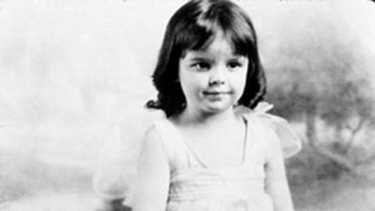 Tahle holčička začala před publikem vystupovat už ve třech letech a měla velmi nešťastný život.