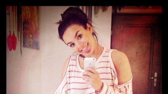 Ewa Farna je krásná nejen v hogo fogo róbě, ale i v tričku a bez make-upu.