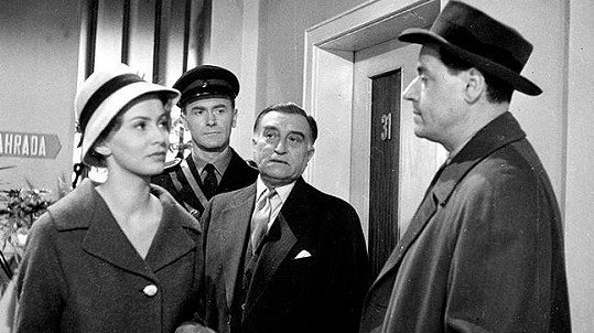 Anna Pitašová, Otto Šimánek, Oldřich Nový a Josef Bek v detektivce Kde alibi nestačí (1961)