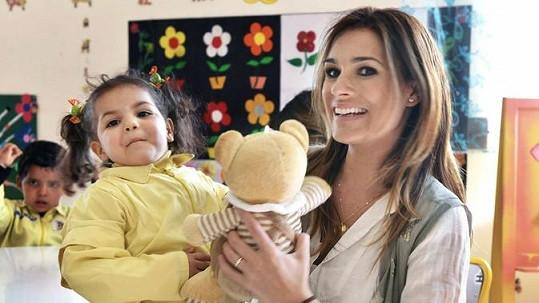 Alena Šeredová se svou adoptivní dcerou Yosr.