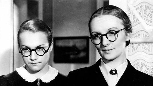 Adina Mandlová (vlevo) a Světla Svozilová v Mravnosti nade vše (1937)