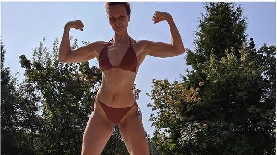 Iva Pazderková ukázala vymakané tělo v bikinách