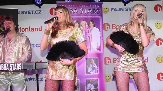 Zpěvačky Abba Stars mají ultrakrátké kostýmy.