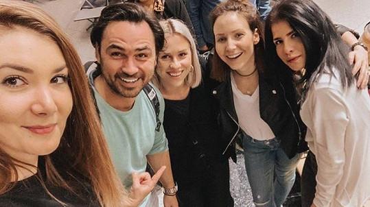 Veronika Arichteva s manželem letěli do Thajska náhodou s Marianou Prachařovou a jejími kamarádkami.