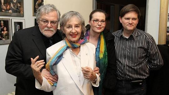 Jan Kačer s manželkou Ninou Divíškovou, dcerou Adélou Kačerovou a zetěm Martinem Kubačákem.