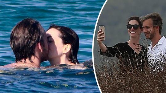 Anne Hathaway prožívá pohádkové manželství.