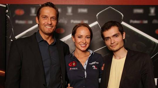 Karolína s Andreasem Danielem (vlevo), který si zahrál ve filmu Casino Royale.