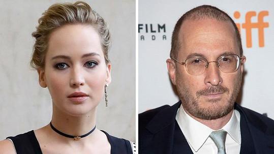 Herečka a režisér k sobě mají podezřele blízko.