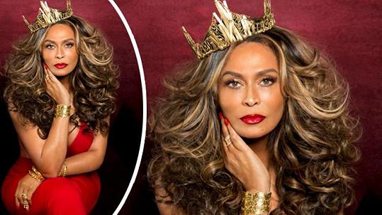 Tina Knowles vypadá na titulce fantasticky.