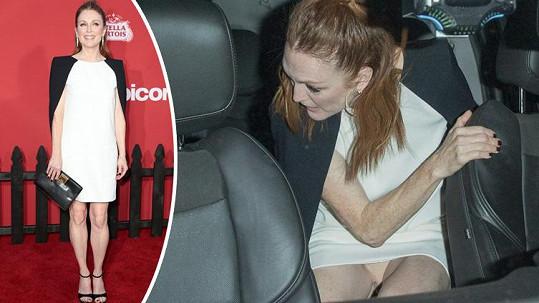 Julianne Moore ukázala kalhotky.