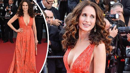 Andie MacDowell v Cannes zazářila.