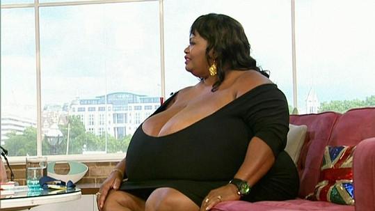 Annie Hawkins - Turner a její obrovská přírodní prsa.