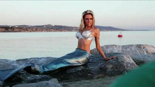 Courtney Stodden v reklamě jako svůdná mořská panna.
