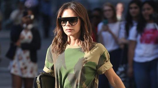 Victoria Beckham, sama velmi štíhlá, si na předvádění svých modelů vybírá stejně nebo ještě více hubené dívky.