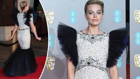 Výraznou róbu, kterou Margot Robbie oblékla na předávání filmových cen, někteří diváci pohanili.