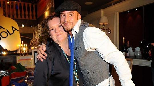 Sámer Issa se svou matkou Mirkou