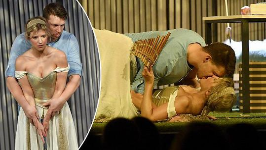 Jitka Ježková a Peter Pecha se v rámci představení hodně sblížili.