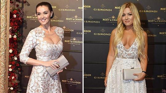 Iva Kubelková a Dominika Myslivcová zvolily shodně světlé róby s výrazným dekoltem.