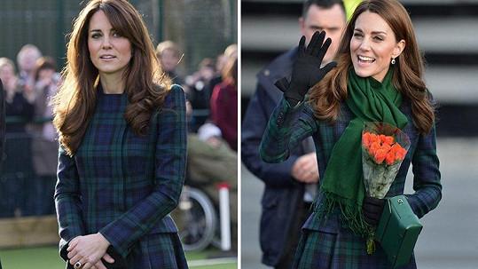 Kate oblékla po 7 letech stejný kabátek.