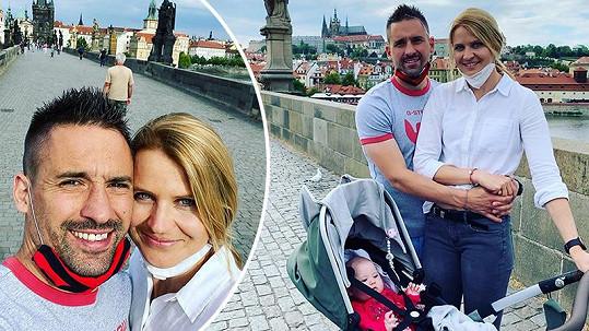Tomáš Plekanec a Lucie Šafářová vyrazili na rodinnou procházku.