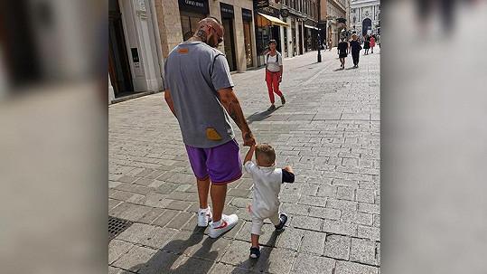 Slovenský rapper vyrazil s rodinkou do Vídně.